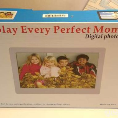 Review of the Andoer 8″ HD Wide Screen High Resolution Digital Photo Frame with Remote Control  – The perfect Christmas Gift (Real pictures & Coupon included)