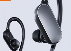 €17 with coupon for Xiaomi Sport In-ear Earhooks Wireless Bluetooth Headset Earphone With Mic from BANGGOOD